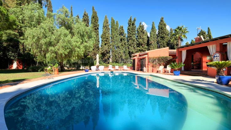 Villa with Great Potential near Puerto Banus - Villa for sale in Atalaya de Rio Verde, Nueva Andalucia