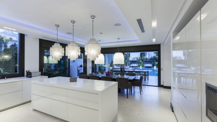 Raw Interiors Marbella : Elegance modernity on the golden mile villa for rent in santa