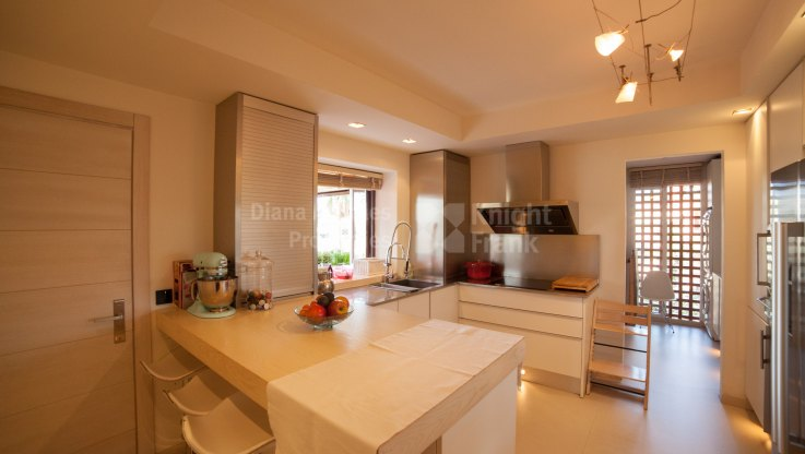 Duplex Penthouse in First Line Beach Complex - Duplex Penthouse for sale in Alicate Playa, Marbella East