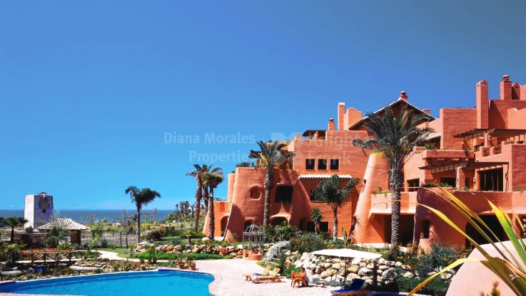 Estepona, Duplex Penthouse in Beachfront Complex