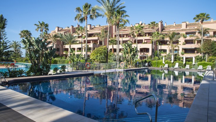Elegant Beachfront Apartment - Apartment for sale in Malibu, Marbella - Puerto Banus