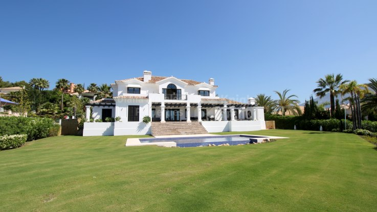 La Cerquilla, Modern Villa with Panoramic Sea Views