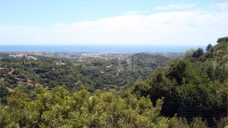 Elevated Building Plot with Spectacular Views - Plot for sale in La Zagaleta, Benahavis