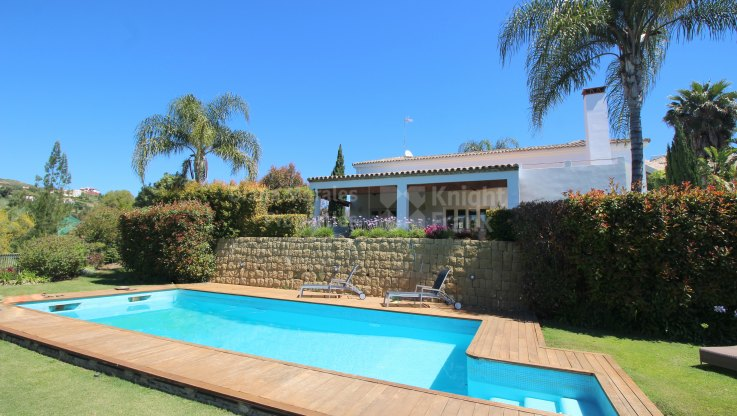 Comfortable Living In Front Line Golf - Villa for sale in La Alqueria, Benahavis
