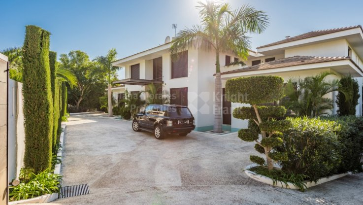 Modern Lifestyle In Beachside Area - Villa for sale in Guadalmina Baja, San Pedro de Alcantara