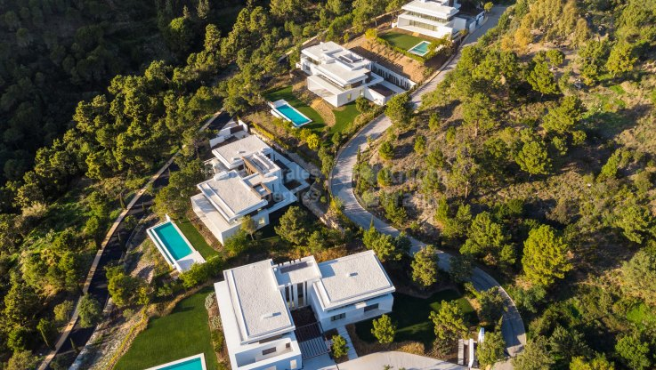Benahavis, Brand-new Luxury Villas with Uninterrupted Sea Views