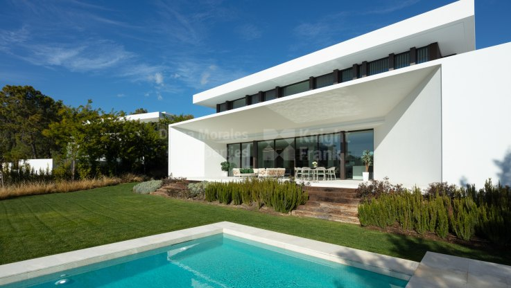 Superb Contemporary Villa with Panoramic Sea Views - Villa for sale in La Reserva de Alcuzcuz, Benahavis