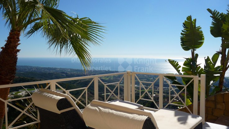 Los Altos de los Monteros, Luxury Villa with Impressive Panoramic Views