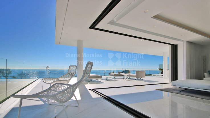 Emare, Spacious and Contemporary Beachfront New Development