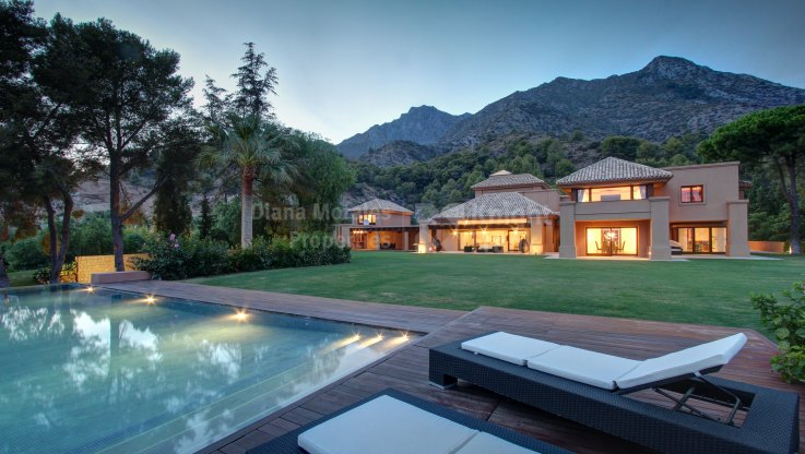 Unique Villa in Prime Location - Villa for sale in Cascada de Camojan, Marbella Golden Mile