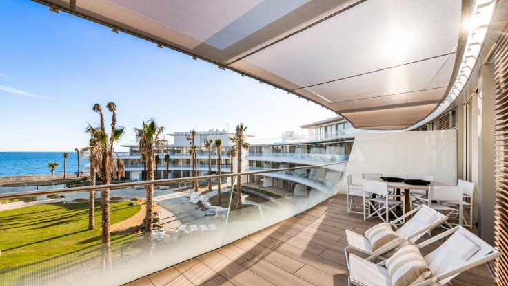 Perfect location for this beachfront penthouse - Duplex Penthouse for sale in Estepona Playa, Estepona
