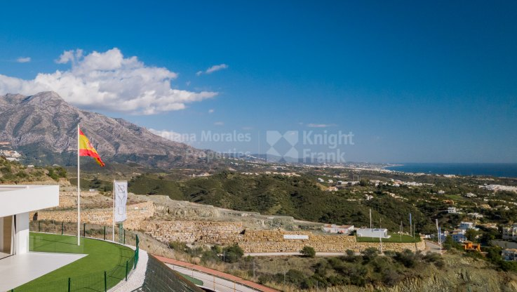 Beatuiful penthouse wih Stunning views and private pool - Duplex Penthouse for sale in Las Colinas de Marbella, Benahavis