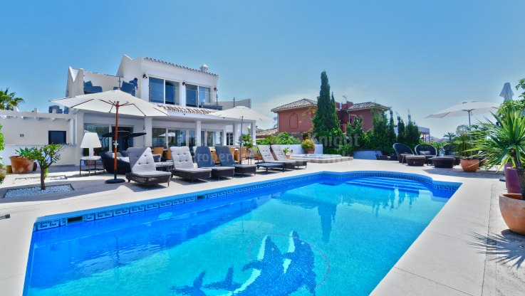 Villa within Short Walk to the Beach - Villa for rent in Las Chapas, Marbella East