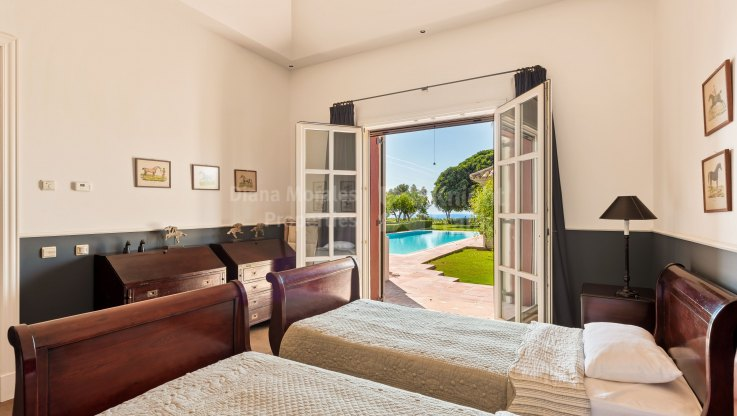 Elegant Charming Villa with Stunning Sea Views - Villa for sale in Marbella Hill Club, Marbella Golden Mile