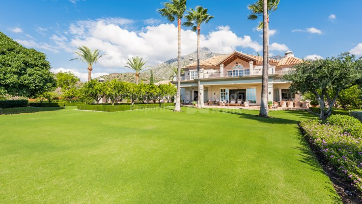 Marbella Hill Club, Elegant Charming Villa with Stunning Sea Views