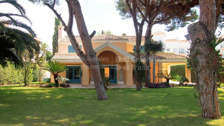 Marbella - Puerto Banus, Villa very close to Puerto Banus