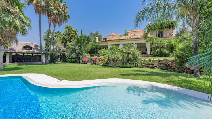El Paraiso, Magnificent Traditional Style Villa
