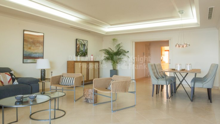 Apartment Overlooking The Mediterranean Within Secure Community - Apartment for sale in Los Granados del Mar, Estepona
