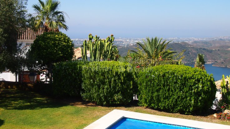 Single Level Villa with Lake And Sea Views - Villa for sale in Sierra Blanca Country Club, Istan