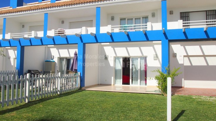 Seafront Townhouse Within Gated Community - Town House for sale in El Saladillo, Estepona