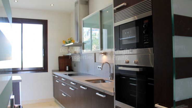 Apartment in a gated community - Apartment for sale in Mirador del Paraiso, Benahavis