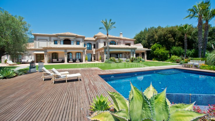 Elegant Villa with Breathtaking Panoramic Views - Villa for sale in La Zagaleta, Benahavis