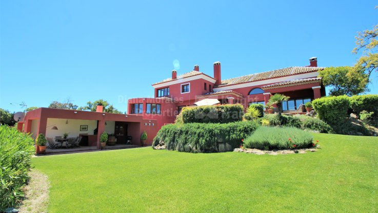 Traditional Style Villa in Elviria