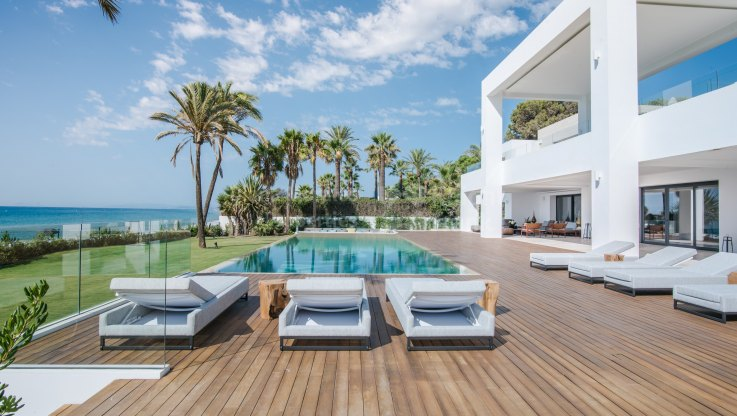 New Golden Mile, La Perla Blanca: Unique beachfront modern property in West Marbella