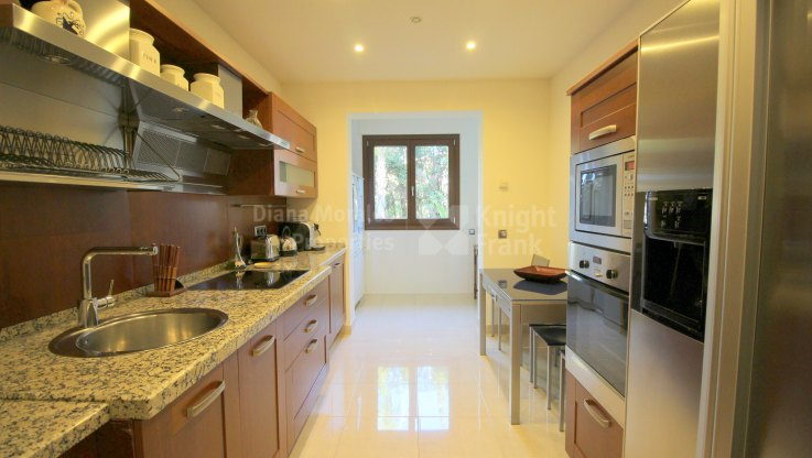 Apartment in beachfront development - Apartment for sale in Los Monteros Playa, Marbella East