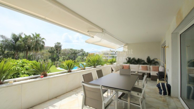 Exceptional Apartment in Prime Golf Location with 24h Security - Apartment for sale in Los Granados Golf, Nueva Andalucia