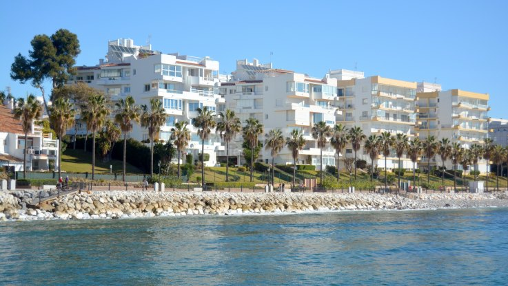 Marbella Centro, Lovely Beachside Apartment in Gated Community