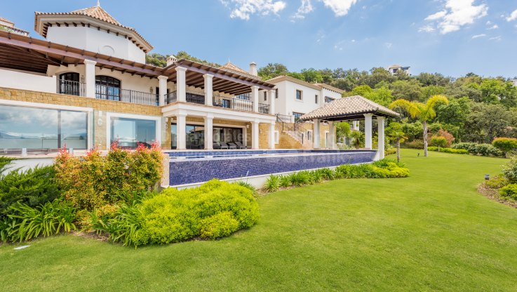 Villa with Mountain Valley Views - Villa for sale in La Zagaleta, Benahavis