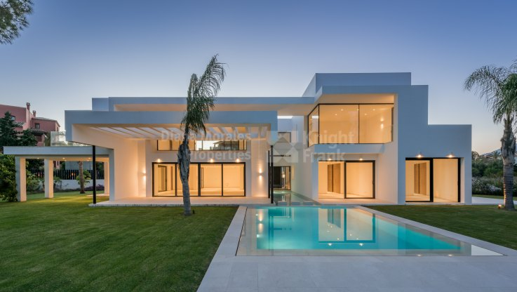 Casasola, Newly Built Beachside Villa