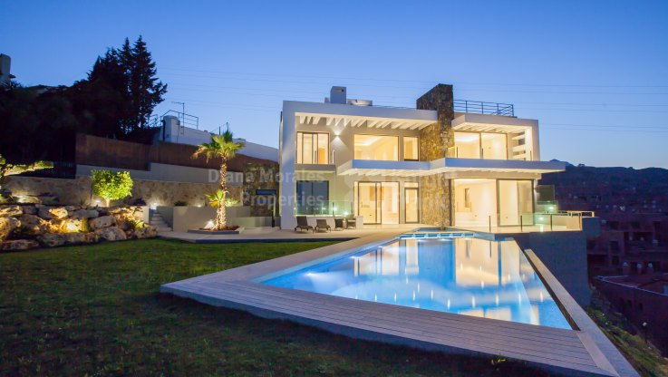 Estepona, Newly Built Modern Style Villa with Panoramic Views