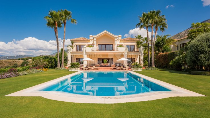 Imposing Hilltop Mansion - Villa for sale in Marbella Hill Club, Marbella Golden Mile