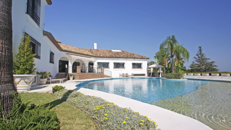 El Paraiso Medio, Cortijo Style villa With Panoramic Views