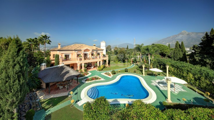 Atalaya de Rio Verde, Location and views