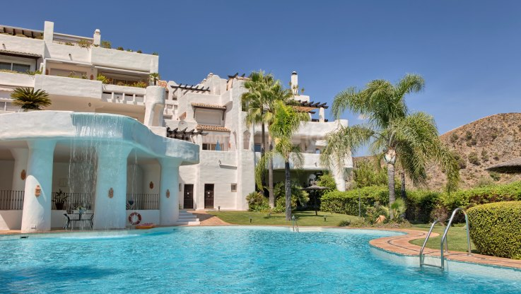 Corner unit 3-bedroom apartment in Las Lomas de La Quinta