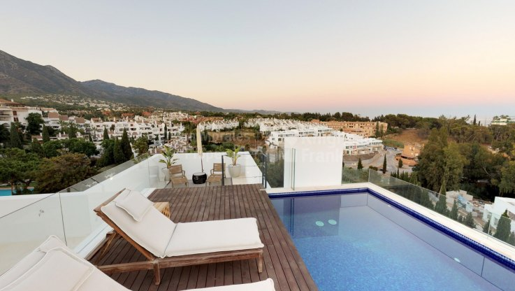 Penthouse with private pool in Golden Mile, Marbella