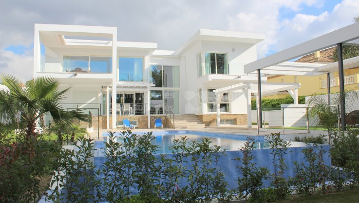 Nueva Andalucia, Modern Style Villa close to Aloha Golf Course