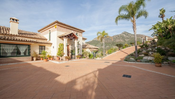 Golf Views And Mountain Countryside - Villa for sale in Marbella Club Golf Resort, Benahavis
