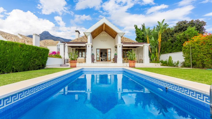 Six bedroom villa in Lomas de Marbella Club - Villa for sale in Las Lomas del Marbella Club, Marbella Golden Mile