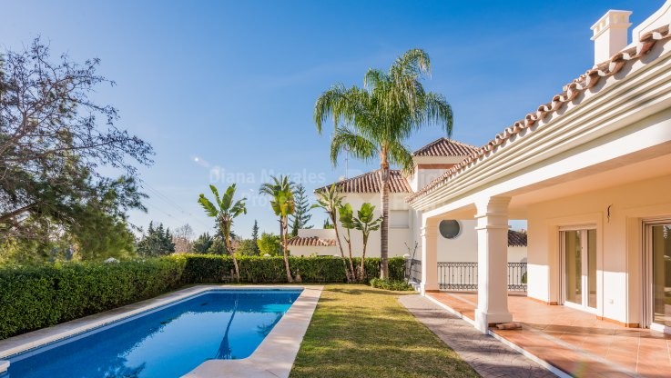 Guadalmina Alta, Frontline Golf Course Villa near Guadalmina Golf Course