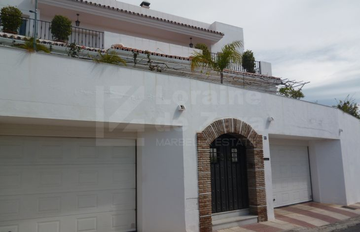 Large independent villa in the urban area of Marbella