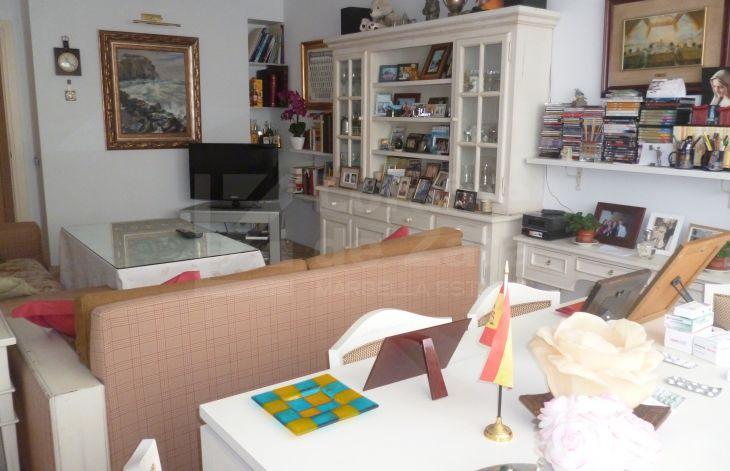 Luminoso apartamento en el centro de marbella for Oficina correos marbella