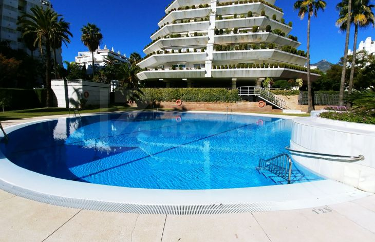 Splendid and spacious apartment with sea views in Marbella center