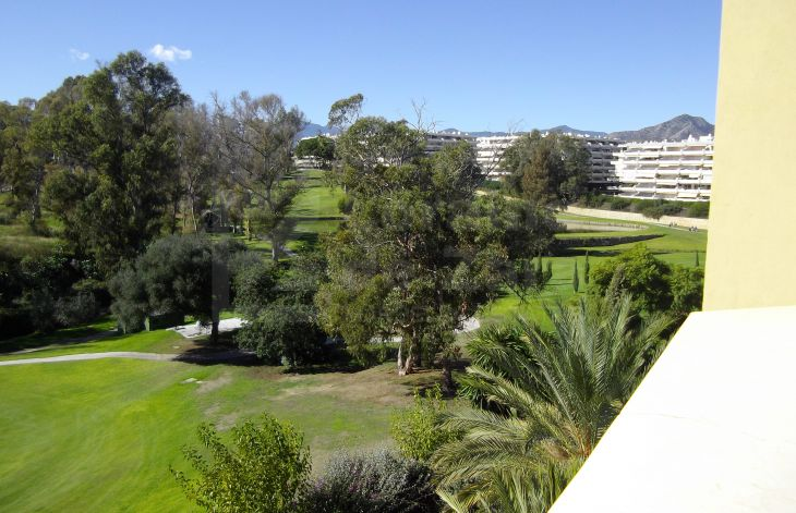 Nice apartment close to golf course in Guadalcántara, Marbella