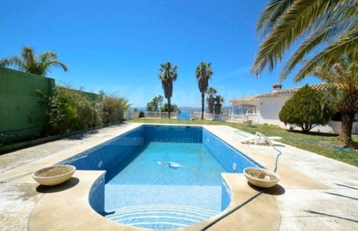 db99c60b5bee Villas for sale in Torrequebrada