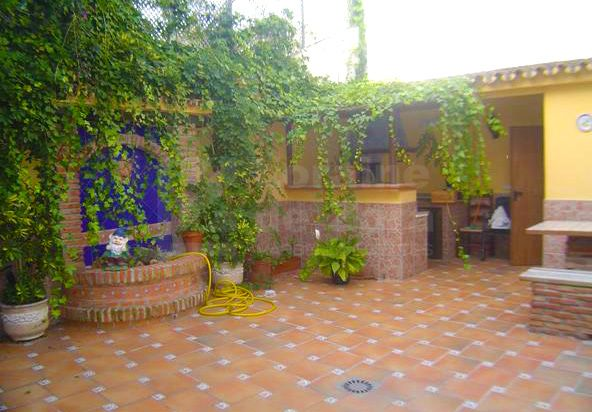 Great house with andalusian patio in the Old Town of Marbella