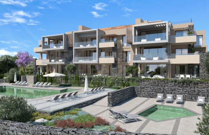 Residential complex next to the mountain and overlooking the coast in Benahavís